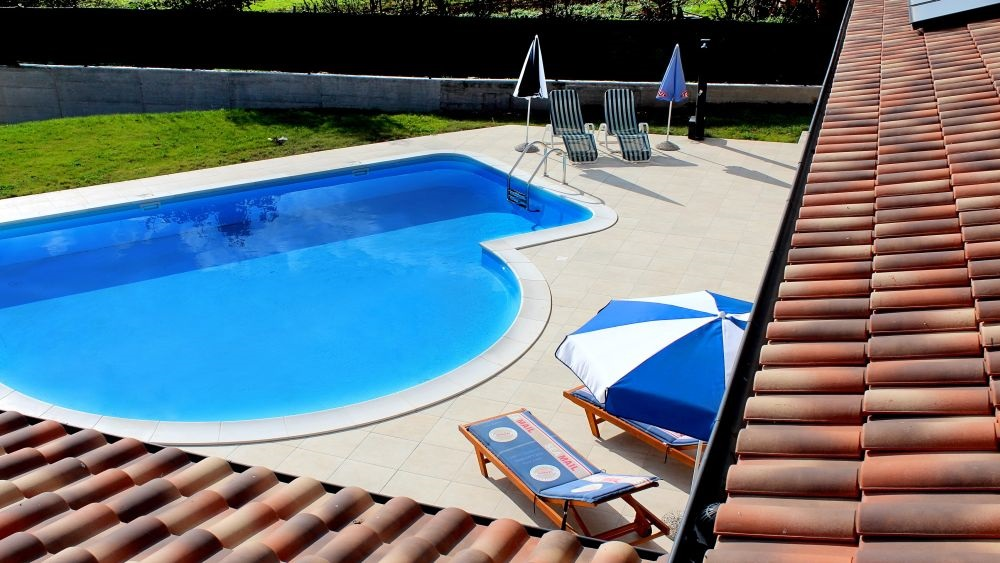 - superb holiday villa - 10 persons - large plot of land - quiet and private location - pool. internet, parking - great comfort