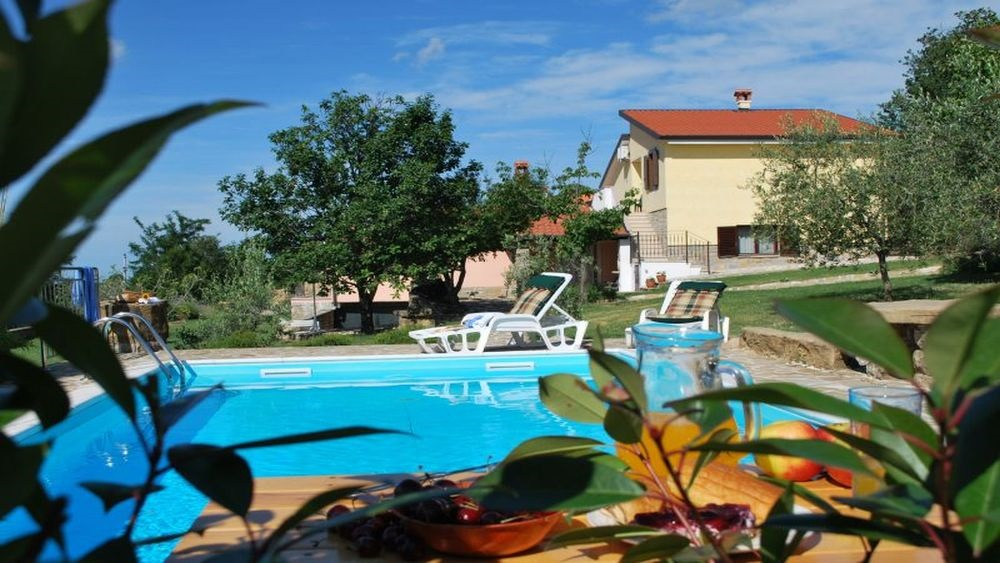- villa with pool   Price from 1640 eur per week - quiet and secluded village - sleeps 8 + 4 persons - rooms: 4, bathrooms: 3, size: 250m2 - private parking, wifi internet - barbecue, large common area - ideal for families