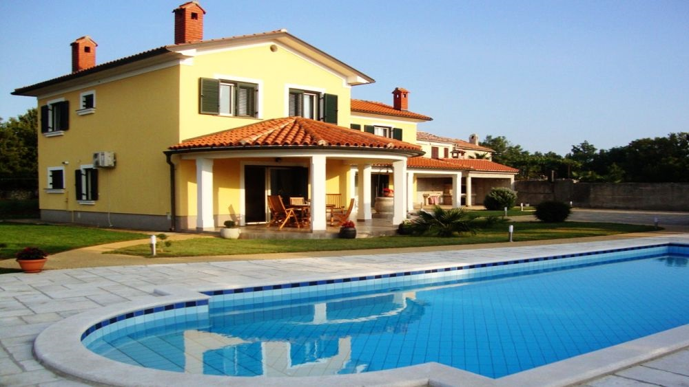 - holiday house   Price from 779 Euro per week - (semidetached, with owner), self catering - close to Rabac (15km) - 3 bedrooms and 2 bathrooms - sleeps 5 - private swimming pool, garden, barbecue - secured parking - wireless internet