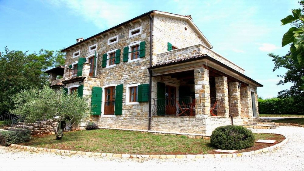- rural stone villa with swimming pool   Price: from 167 eur house per night - 250 m2 3 bedroom with ensuite bathrooms            - villla surrounded with large garden 4100m2 - swimming pool 6x10m with sunbathing area - 3 covered terraces, barbecue - air conditioned, central heating, floor heating - parking