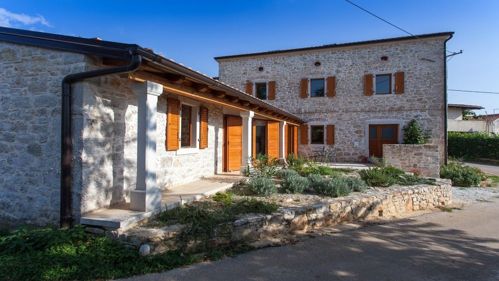 - holiday home, rustic istrian style              Price from: 700 eur per week