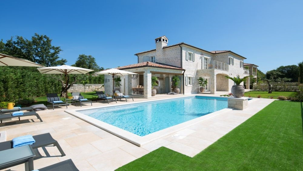 - villa with pool - superb designer interiors - near Kanfanar/Rovinj area - estate with 4 luxury villas, playground, sport centre - number of rooms : 5 - number of bathrooms : 6 - number of bedrooms : 4  - large yard, private pool, parking - airconditioned, wifi internet