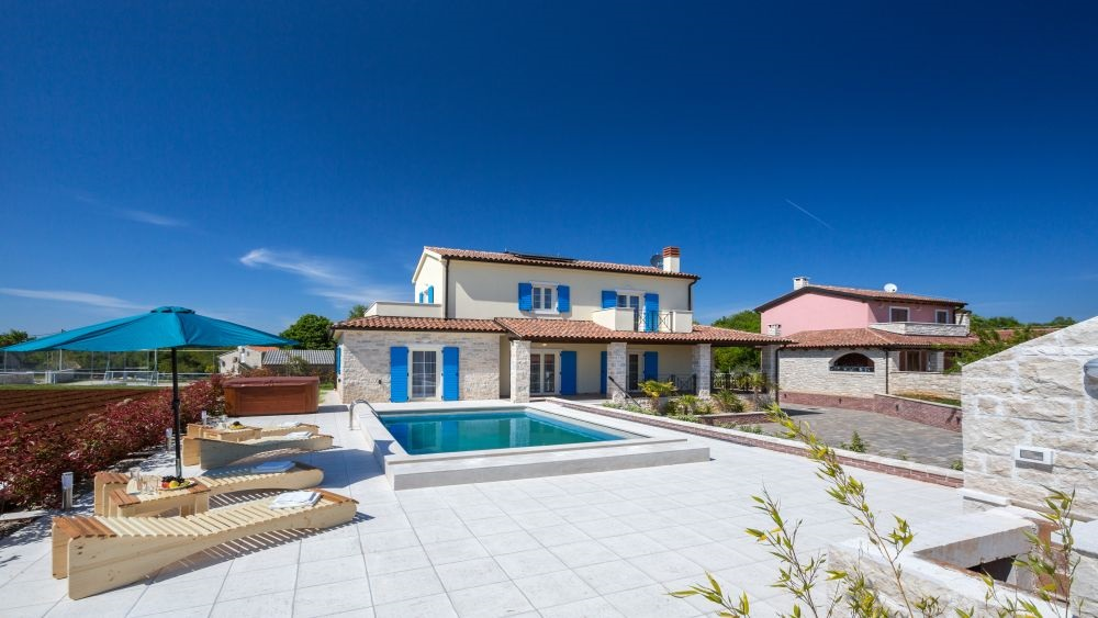 - holiday villa 300m2