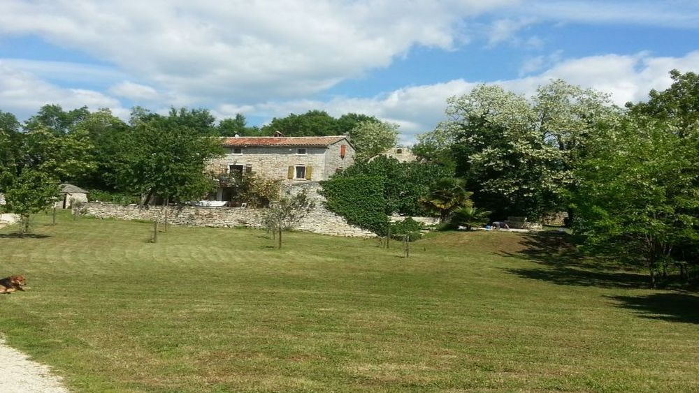 - stone houses on the large estate - quiet istrian village - peacefull, quiet and relaxing place - close to Rovinj
