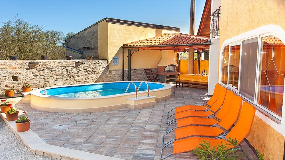 - holiday home for 8 persons   Price from 790 Eur house per week - outdoor pool, barbecue, parking - 3 bedrooms - terrace, sunbathing area