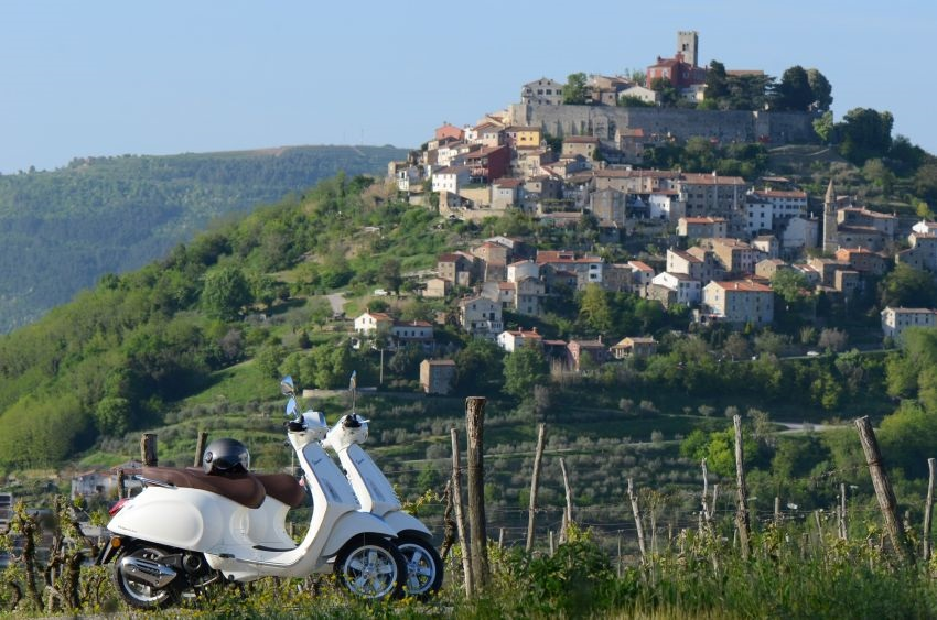 Vespa day trip, a day tour on Vespa scooters in Istrian inlands. Visit the most beautiful hilltop towns in Mirna river valley, taste the local products and enjoy in the relaxing day out.
