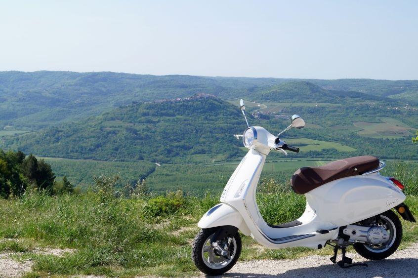 Vespa tour Istra pogled na Motovun
