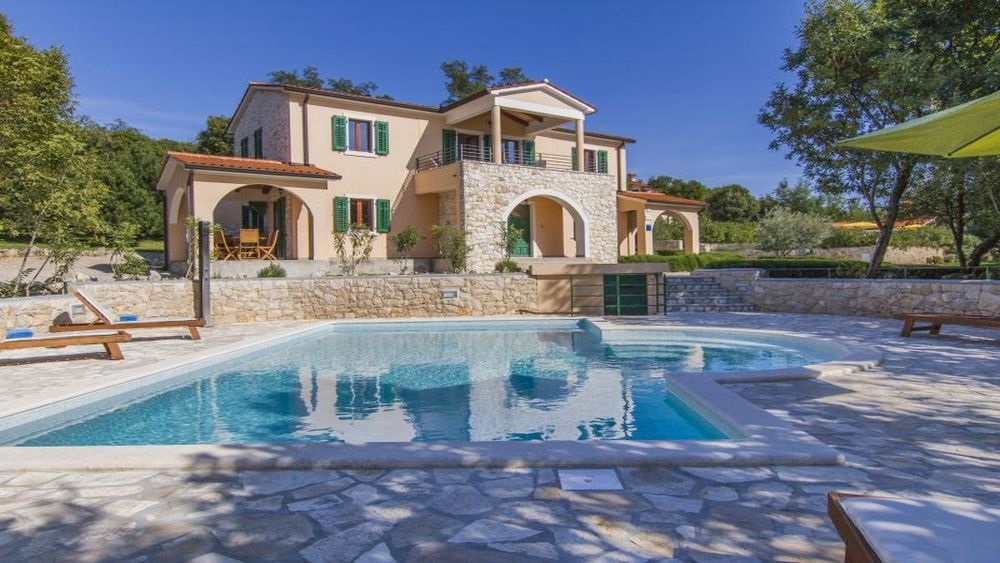 - comfortable and spacious villa for 10 persons