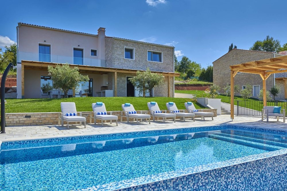 - spacious and luxurious villa